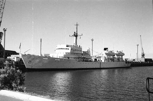 HMAS Moresby at Stirling Base, WA, 1984 (Photo: Graeme Andrews)