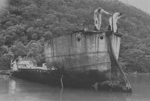 """Commander G. Knox and Mr L. Lind examining the stern of """"PARRAMATTA"""" prior to its removal in 1973 (photo: Naval Historical Society)"""
