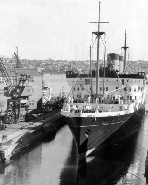 The liner Awatea entering the Sutherland Dock